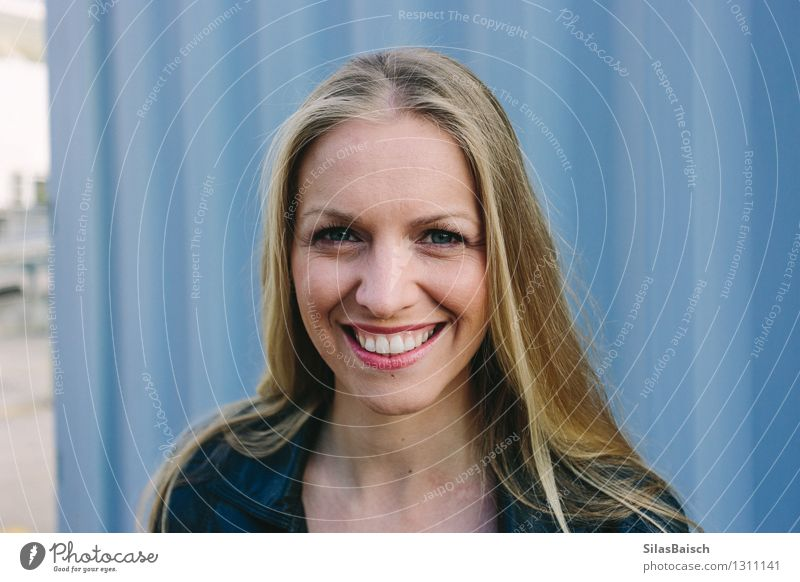 Big Smile junge blonde Frau Lifestyle elegant Freude Glück sparen schön Haare & Frisuren Haut Gesicht Gesundheit Mensch feminin Junge Frau Jugendliche