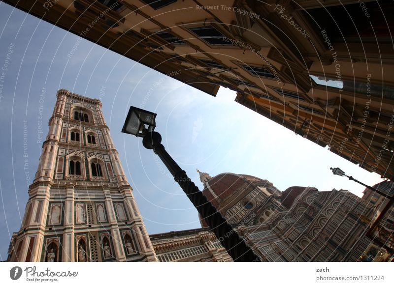 Florenz mit Lampe Stadt blau Haus Architektur Religion & Glaube Lampe Platz Kirche Italien Turm historisch Straßenbeleuchtung Bauwerk Glaube Wahrzeichen Stadtzentrum