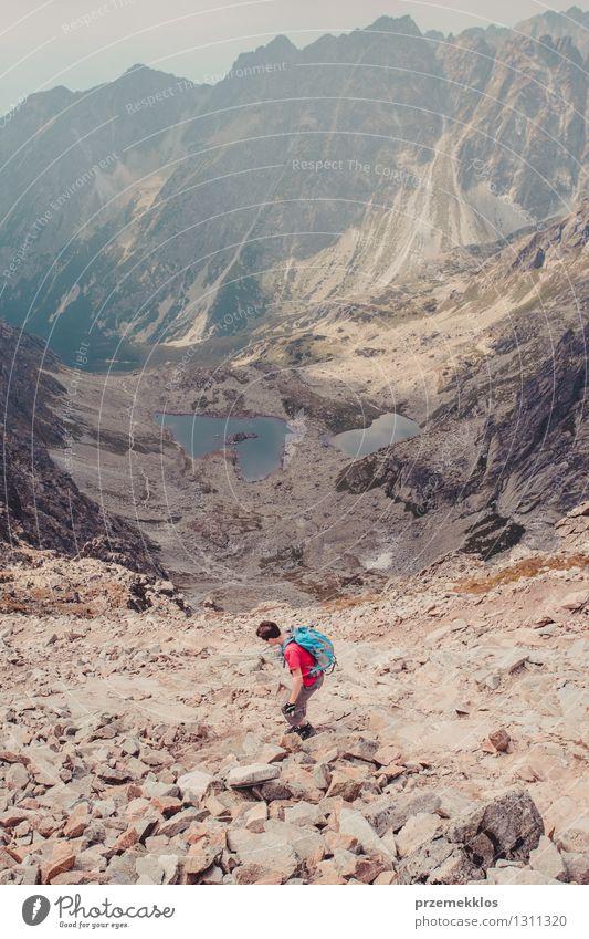 Wanderung in den hohen Bergen Lifestyle Freizeit & Hobby Ferien & Urlaub & Reisen Ausflug Abenteuer Ferne Freiheit Sommer Berge u. Gebirge wandern Junger Mann