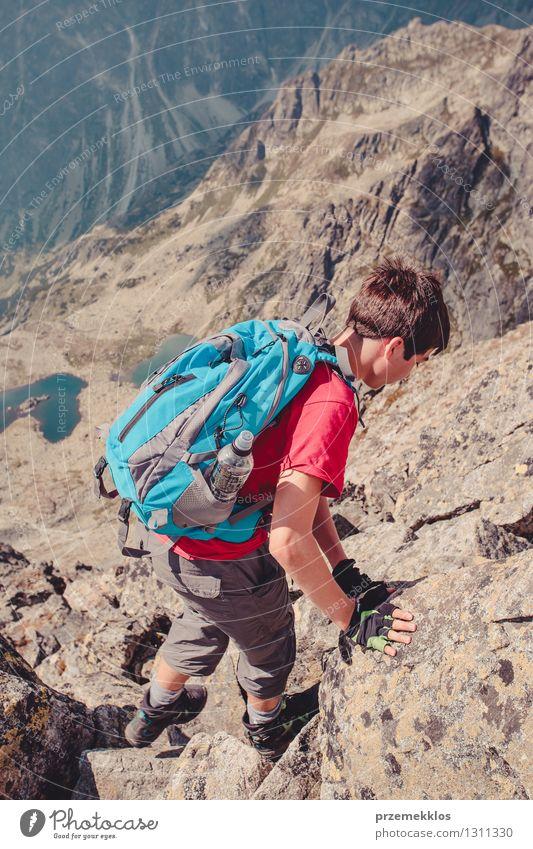 Mensch Natur Ferien & Urlaub & Reisen Jugendliche Sommer Junger Mann Freude Berge u. Gebirge Freiheit Lifestyle Felsen Freizeit & Hobby wandern 13-18 Jahre