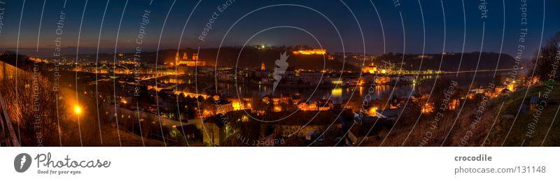 Passau II Stadt Haus dunkel Berge u. Gebirge Straße Beleuchtung Wohnung PKW groß historisch Panorama (Bildformat) Grenze Kurve Bayern Dom HDR