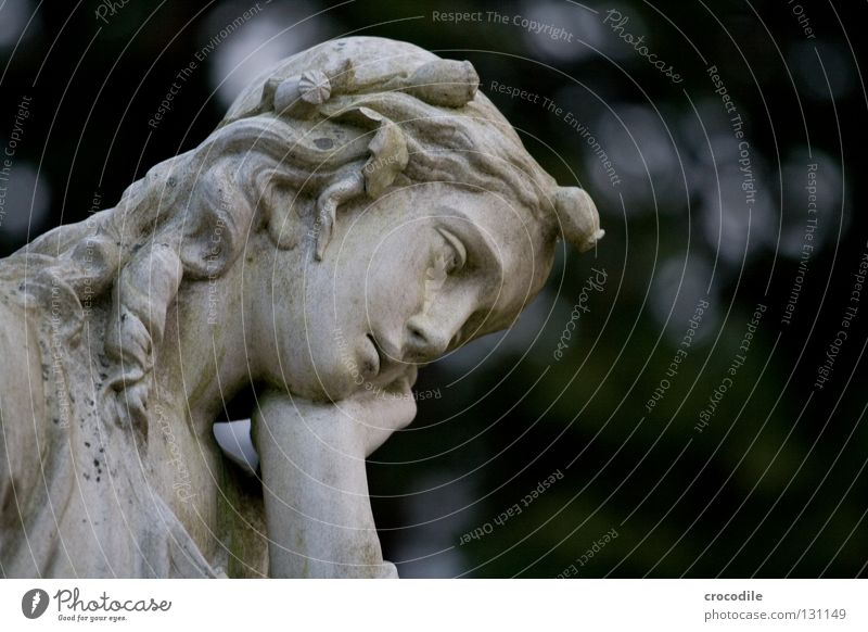 Angel III Angelrute Statue Grab Götter himmlisch Frieden ruhig Trauer Katholizismus Christentum Friedhof Porträt danken Denken Verzweiflung Engel grabmahl