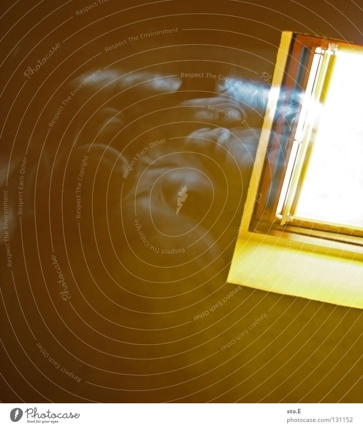 smoke on the water Rauch Rauchen schädlich ungesund Lunge Abhängigkeit Zigarette Fenster Licht Beleuchtung Luft Windzug Abluft aufsteigen erleuchten Strahlung