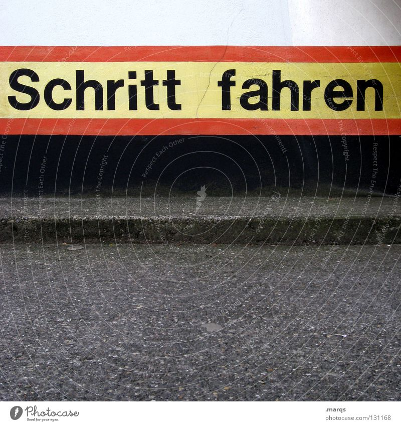 Slowly Straßenverkehrsordnung Verkehr fahren parken Parkplatz Vorschrift auffordern Garage Tiefgarage Typographie rot grau schwarz weiß gelb Verkehrswege