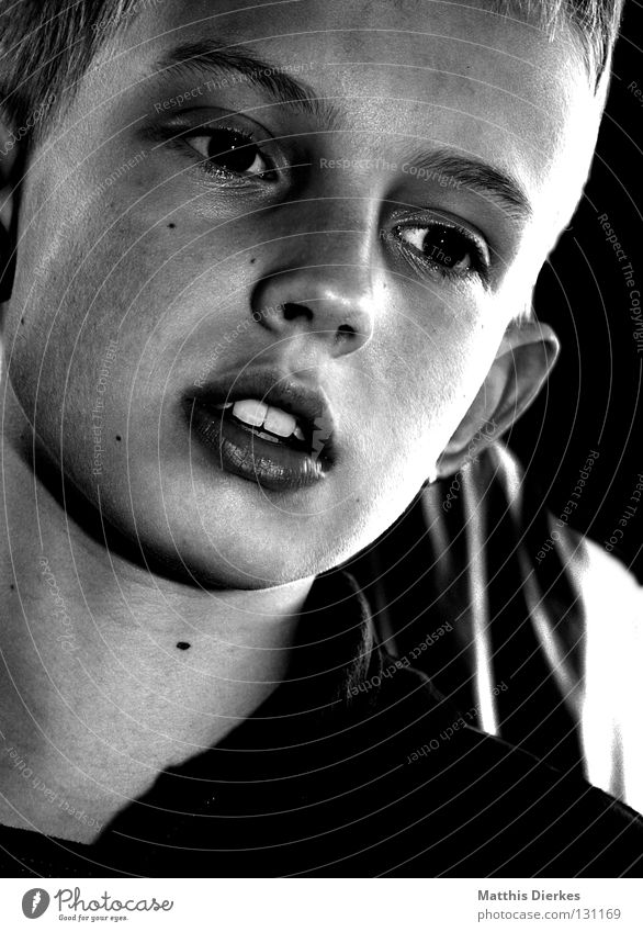 Fantasie Mann klein 10 schwarz weiß Porträt Denken Gedanke Konzentration Hintergrundbild leer Erfinden Kind kindlich kindisch typisch Licht Lichteinfall
