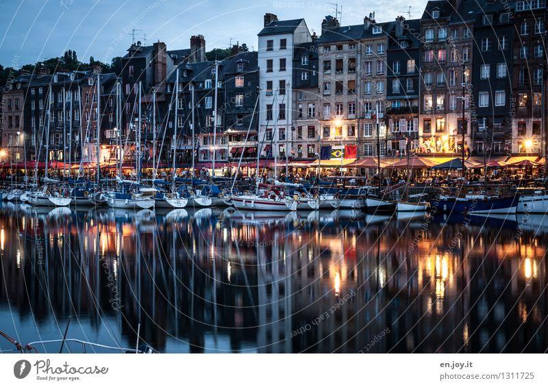 Reihenhausidylle Ferien & Urlaub & Reisen Tourismus Ausflug Sightseeing Städtereise Sommerurlaub Wasser Nachthimmel Herbst Honfleur Normandie Frankreich Stadt