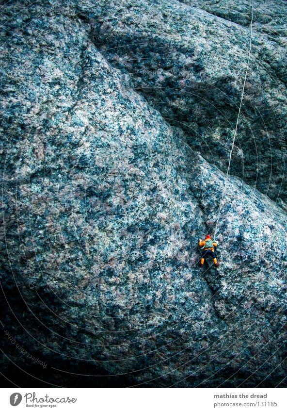 KLETTERMAXE Mann Natur blau Einsamkeit Sport dunkel Berge u. Gebirge Stein groß Seil Felsen hoch gefährlich bedrohlich Richtung Geborgenheit