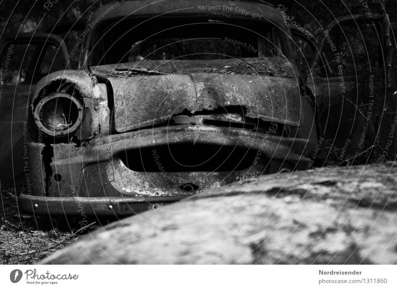 Trash 2015 | Trash alt dunkel Zeit Metall Design PKW Verkehr dreckig stehen Technik & Technologie warten Vergänglichkeit kaputt Wandel & Veränderung Ewigkeit