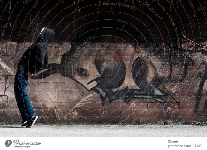 lauf forest, lauf! Bulle stechen Gemälde Wand Mann Pullover Stil laufen verfolgen Tier braun dunkel Teer Beton Zehenspitze Hinterteil Horn Graffiti Zeichnung