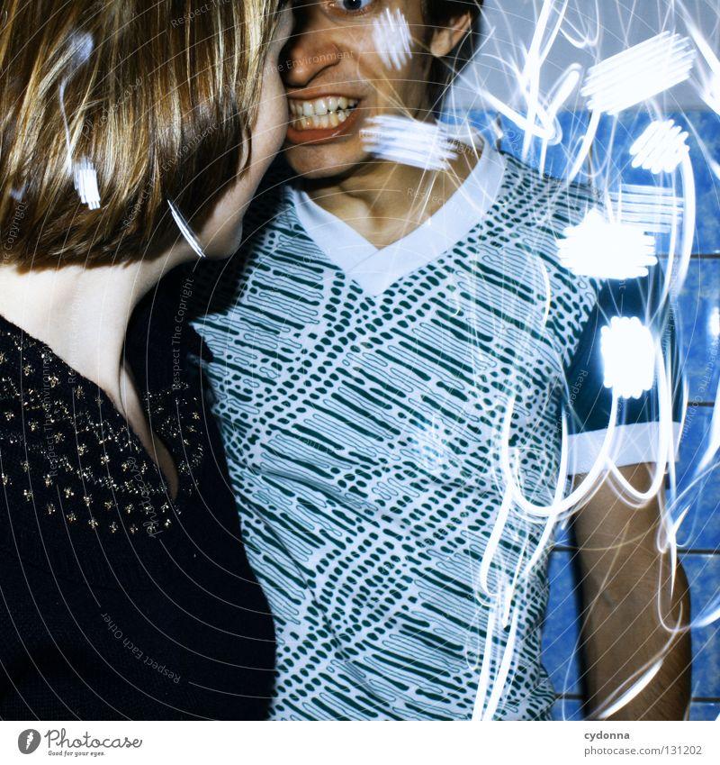 Kurze Unterbrechung Langzeitbelichtung Mann Frau Experiment Zusammensein entdecken Partnerschaft Teilung Ereignisse Licht stehen Gedanke Zeit Gefühle wahrnehmen