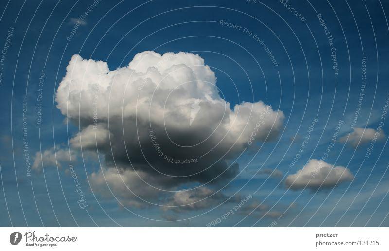 Wolke Himmel weiß blau Wolken dunkel grau Regen Kraft Wetter groß Gewitter beeindruckend schlechtes Wetter