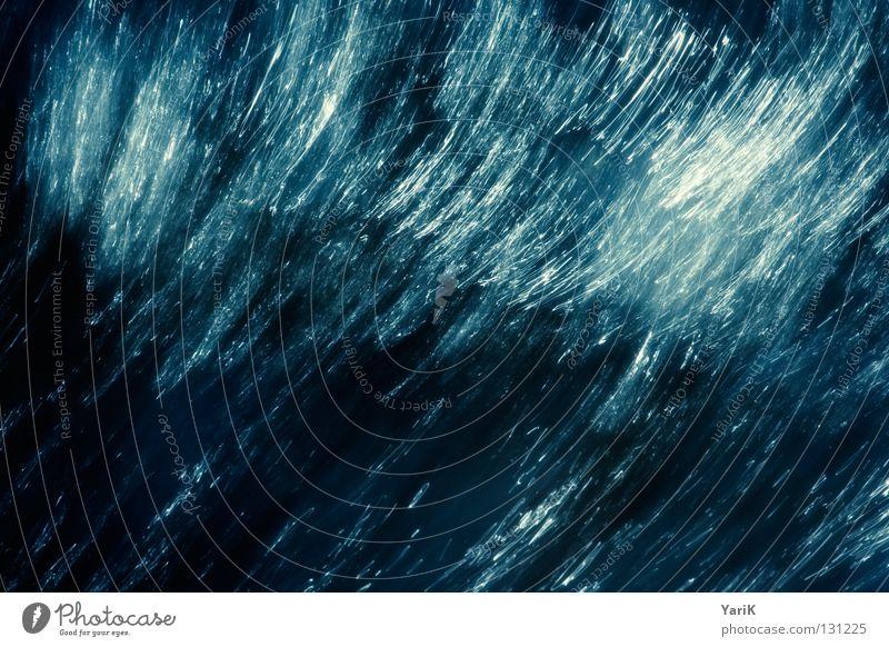 verwischt Wellen Meer Bach Gewässer Verlauf Langzeitbelichtung weich Rauschen mischen dunkel bedrohlich Leidenschaft Sturm Wind See nass feucht kalt zyan Gischt