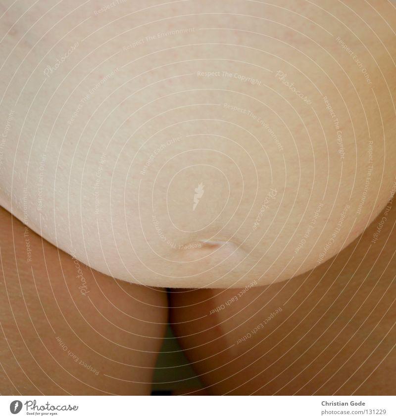 Plautze Babybauch klein schreien dick gewachsen groß nackt Frau Mutter schwanger Nachkommen Physik Badewasser Reinigen grün weiß gelb rot Bauchnabel Hand Smiley