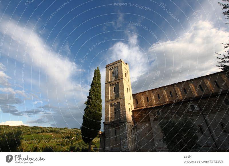Kontemplation Himmel Natur blau Pflanze Sommer Baum Landschaft Wolken Umwelt Frühling Religion & Glaube Park Feld Kirche Italien Schönes Wetter
