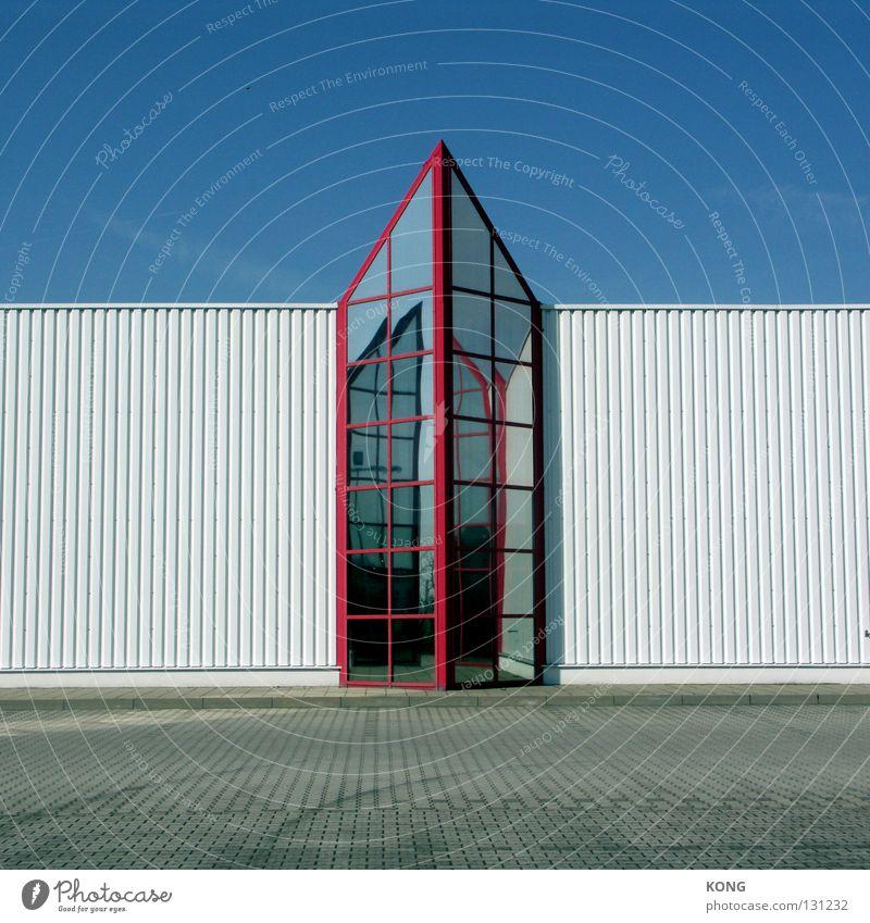 nach oben weiß blau rot Wand oben Glas Industrie modern Ecke Spitze Pfeil Zeichen aufwärts Kaufhaus zeigen Wellblech
