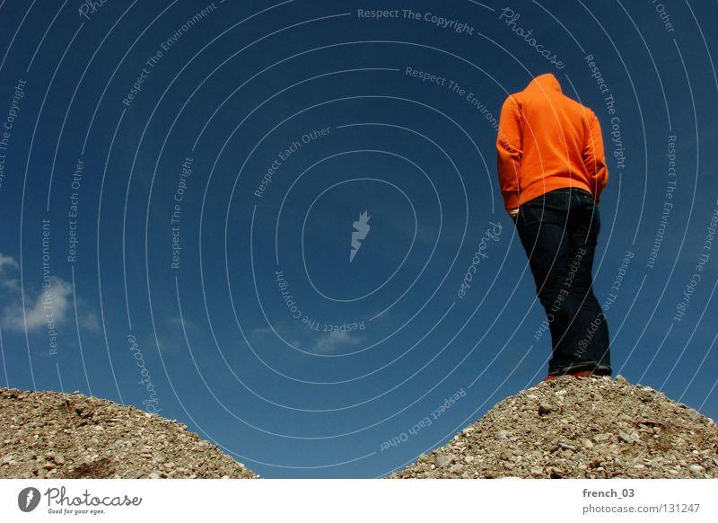 98 (97) Mensch Kapuze Pullover Jacke weiß See Denken Zwerg gesichtslos maskulin unerkannt Kapuzenpullover Hand zyan Wolken schlechtes Wetter Froschperspektive