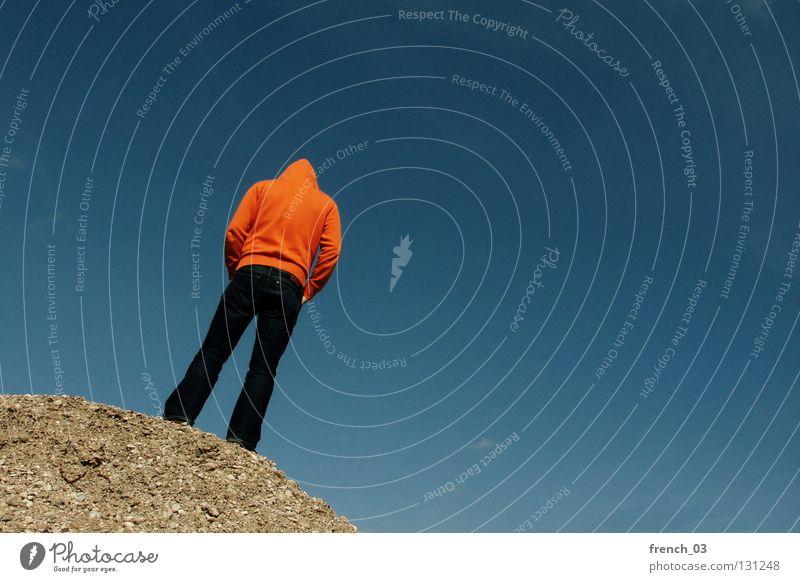 99 (98) Mensch Himmel blau Hand weiß Wolken Einsamkeit Farbe dunkel Berge u. Gebirge Freiheit grau Stein Traurigkeit Denken See