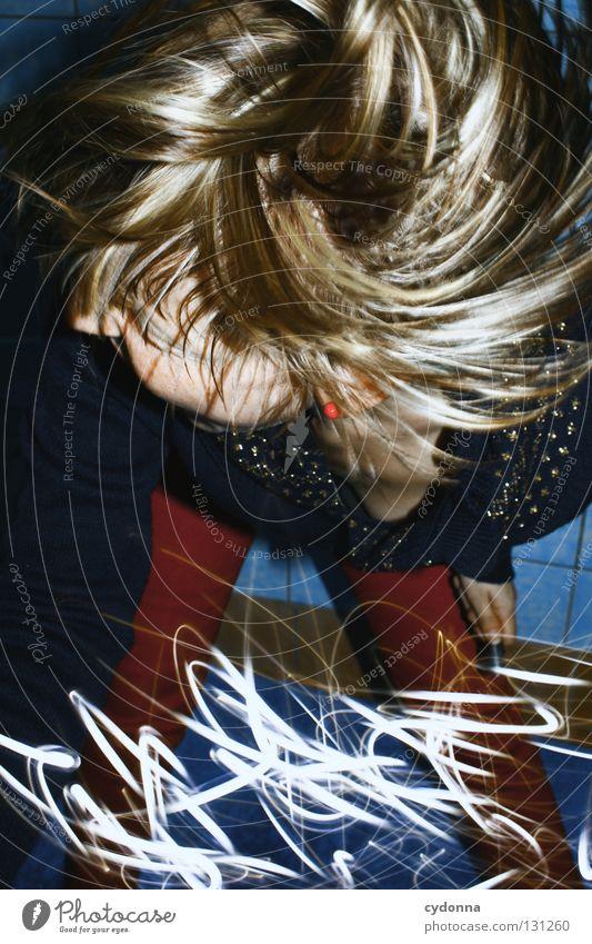 Im Uhrzeigersinn Frau Mensch blau Freude Farbe Leben Gefühle Stil Bewegung Denken Erde Linie Kraft Angst Zeit verrückt