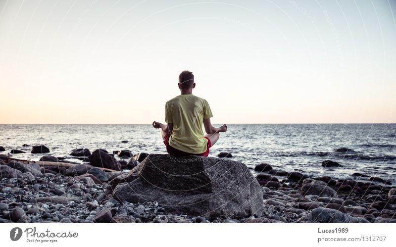 Gleichgewicht Mensch Mann Wasser Erholung Meer ruhig Strand Erwachsene Leben Küste Sport maskulin Zufriedenheit Wellen Insel Lebensfreude