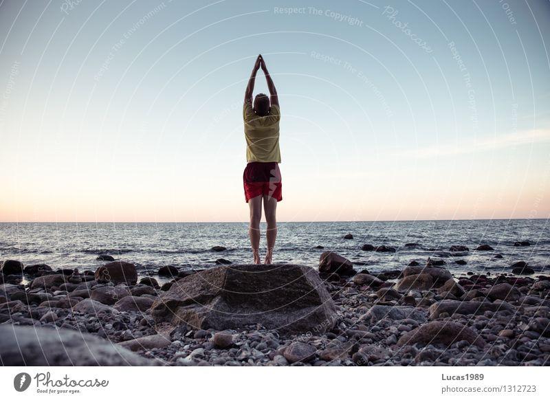 wahre Größe Sport Fitness Sport-Training Sportler Yoga dehnen Dehnübung Mensch maskulin Junger Mann Jugendliche Erwachsene 1 Umwelt Natur Landschaft Erde Wasser