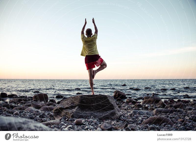 Yoga III Sport Fitness Sport-Training Sportler Wasser Himmel Wolkenloser Himmel Sonnenaufgang Sonnenuntergang Frühling Herbst Felsen Wellen Küste Strand Meer