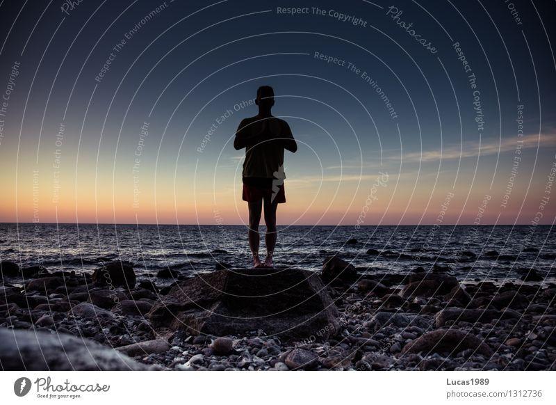 Namaste Mensch Jugendliche Mann Erholung Meer Junger Mann ruhig Strand Erwachsene Leben Küste Gesundheit maskulin Zufriedenheit Wellen Insel