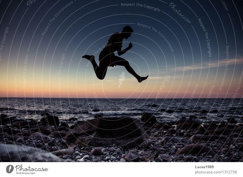 Sprungkraft Ferien & Urlaub & Reisen Tourismus Abenteuer Freiheit Sommerurlaub Strand Meer Insel Wellen Mensch maskulin Junger Mann Jugendliche Erwachsene 1