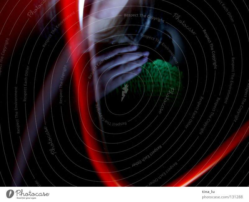 rotlicht grün Kleid Streifen dunkel Lichtspiel Experiment Langzeitbelichtung Ampel Lampe Kontrast experimentieren