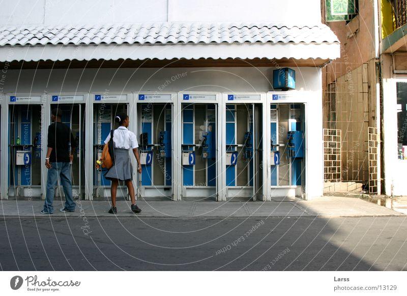 kommunikation Mensch sprechen Paar paarweise Kleine Antillen Telefon Telefonzelle Castries St. Lucia