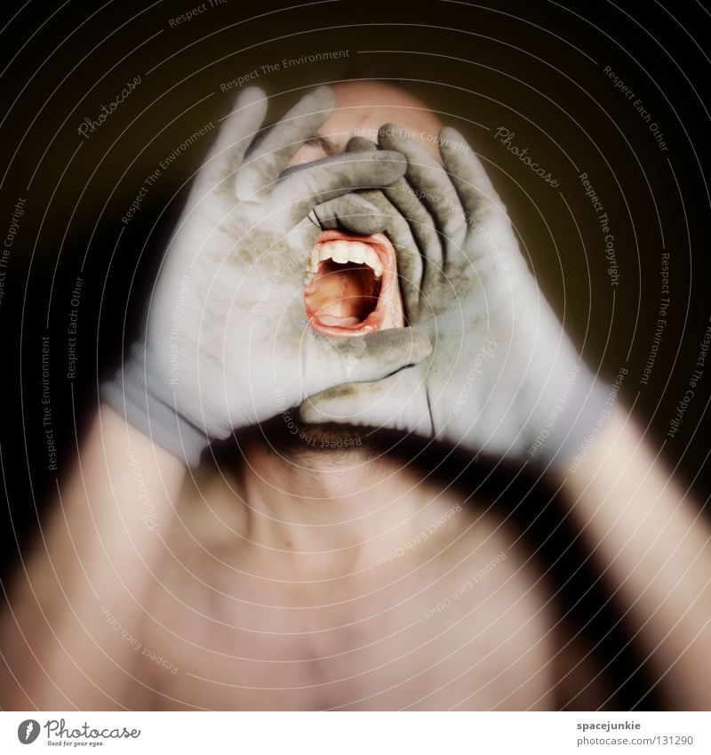 Shout Handschuhe Finger Mann schreien Freak Angst beängstigend dunkel schwarz Zähne zeigen böse verrückt Freude Gesicht Mensch Gewalt