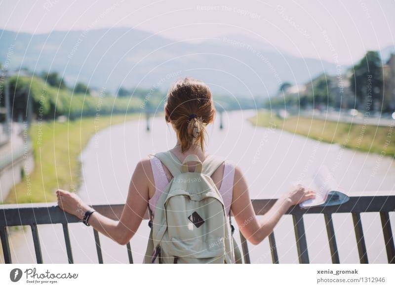 Ferien Mensch Ferien & Urlaub & Reisen Jugendliche Sommer Junge Frau Freude Ferne Berge u. Gebirge Leben Spielen Freiheit Zufriedenheit Freizeit & Hobby Tourismus wandern Beginn