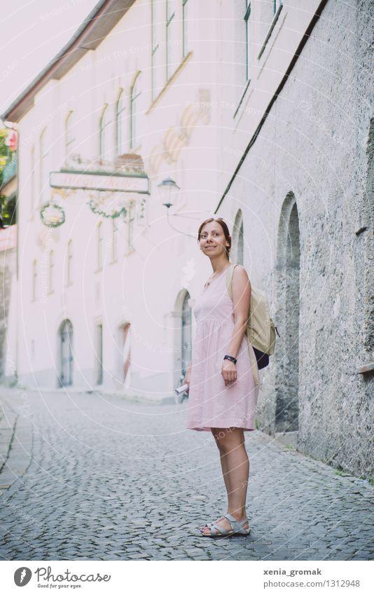 Ferien Ferien & Urlaub & Reisen Jugendliche Sommer Junge Frau Sonne Erholung Freude Ferne 18-30 Jahre Berge u. Gebirge Erwachsene Leben Glück Freiheit Lifestyle