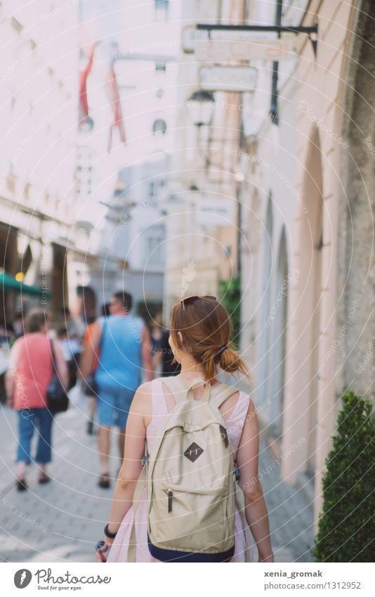 Reiselust Ferien & Urlaub & Reisen Jugendliche Sommer Junge Frau Sonne Freude Ferne Leben Freiheit Lifestyle gehen Erde Zufriedenheit Freizeit & Hobby Tourismus