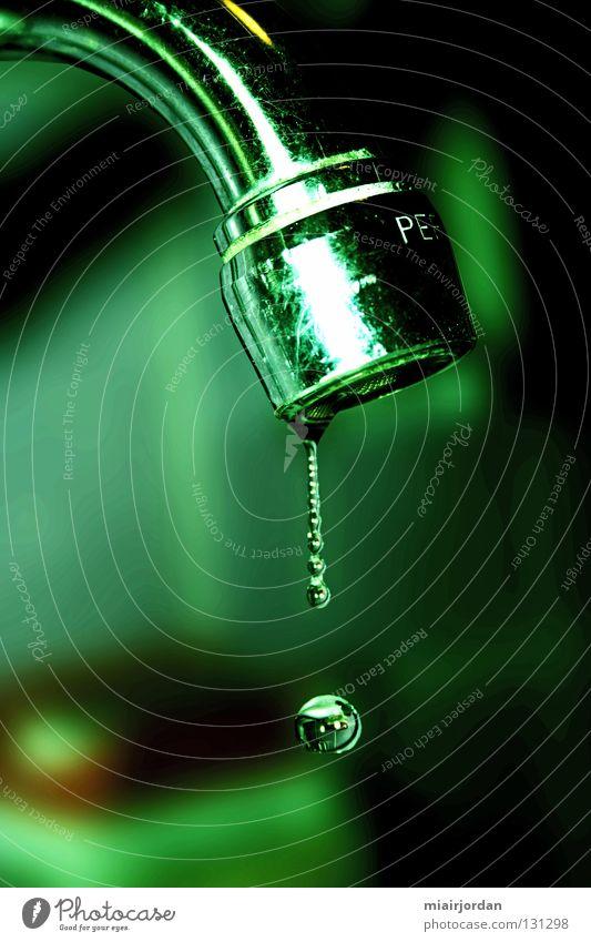 Undicht Bad Makroaufnahme Wassertropfen grün Wasserhahn Reflexion & Spiegelung Grunge Nahaufnahme