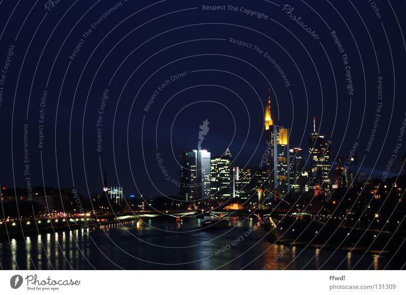 skyline Frankfurt am Main Stadt Hochhaus Nacht Langzeitbelichtung Fluss Wasser Skyline Turm Licht beleutet Lampe Reflexion & Spiegelung Architektur