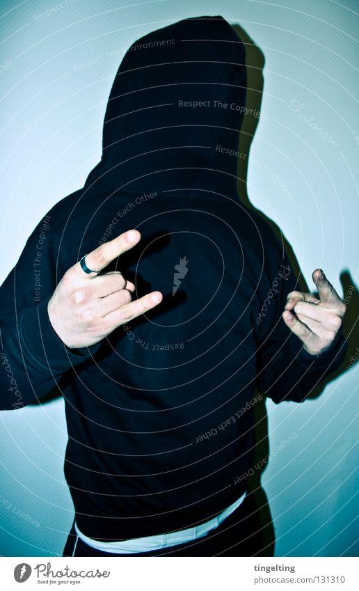 wer hat angst... Mann Hand weiß blau Freude schwarz kalt maskulin Finger Maske Jacke Pullover Kapuze frontal bedecken Rock `n` Roll