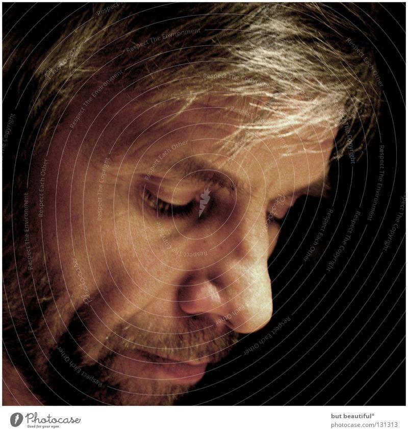 diggin deeper° Mann Gefühle Traurigkeit Zufriedenheit Zweifel Moral demütig gezeichnet