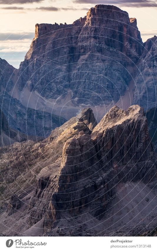 Ganz klein im Panorama: Rifugio Nuvolau Natur Ferien & Urlaub & Reisen Pflanze Sommer Landschaft Tier Ferne Berge u. Gebirge Umwelt Gefühle Freiheit Stimmung