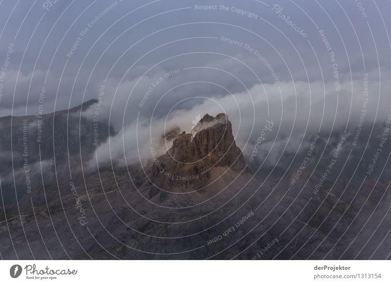 Nebelschwaden in den Dolomiten Natur Ferien & Urlaub & Reisen Pflanze Sommer Landschaft Tier Ferne Berge u. Gebirge Umwelt Gefühle Freiheit Felsen Regen