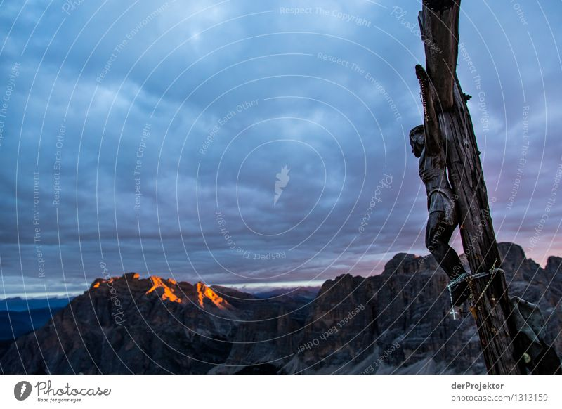 Abhängen und Sonnenaufgang genießen Natur Pflanze Sommer Landschaft Tier Ferne Berge u. Gebirge Umwelt Gefühle Tod außergewöhnlich Felsen wandern Schönes Wetter