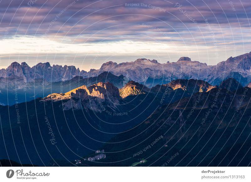 Sonnenaufgang in den Dolomiten Natur Ferien & Urlaub & Reisen Pflanze Sommer Landschaft Ferne Berge u. Gebirge Umwelt Gefühle Freiheit Felsen Tourismus wandern