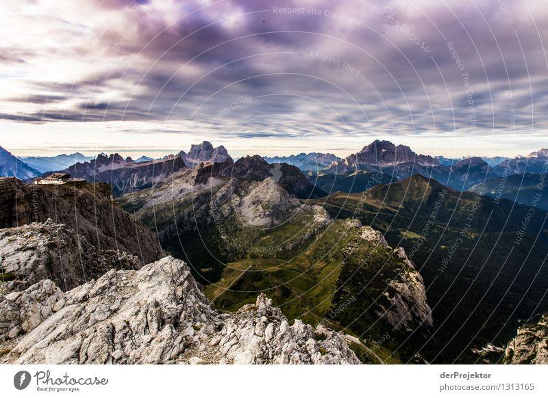 Panoramblick mit dem Rifugio Lagazuòi Ferien & Urlaub & Reisen Tourismus Ausflug Ferne Freiheit Berge u. Gebirge wandern Umwelt Natur Landschaft Pflanze Tier