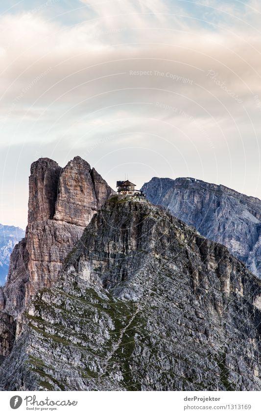 My home is my castle: Rifugio Nuvolau Natur Ferien & Urlaub & Reisen Pflanze Sommer Landschaft Ferne Berge u. Gebirge Umwelt Gefühle Freiheit Felsen Tourismus Kraft wandern Ausflug Schönes Wetter