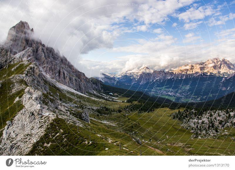 Wolkenspiel am Croda da Logo Natur Ferien & Urlaub & Reisen Pflanze Sommer Landschaft Wolken Tier Ferne Berge u. Gebirge Umwelt Wiese Freiheit Felsen Tourismus wandern Ausflug