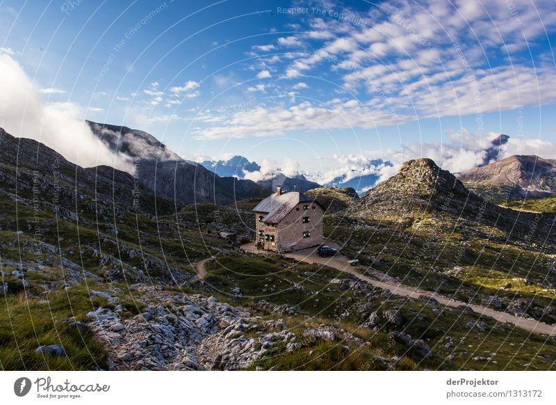 Sonnenaufgang an der Wanderhütte Natur Ferien & Urlaub & Reisen Pflanze Sommer Landschaft Tier Haus Ferne Berge u. Gebirge Umwelt Freiheit Felsen Tourismus