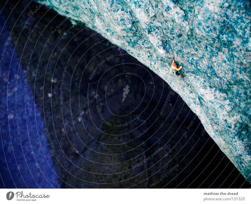 ÜBERHANG Mann Natur Wasser Meer blau Einsamkeit Sport dunkel Spielen Berge u. Gebirge Stein See nass groß Seil Felsen
