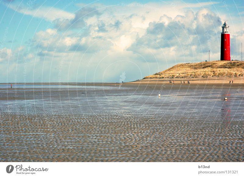 Leuchtfeuer Leuchtturm Schifffahrt Seezeichen Navigation Strand Meer nass Schlamm Ferien & Urlaub & Reisen Wolken weiß rot Luft frisch Horizont Küste Signal