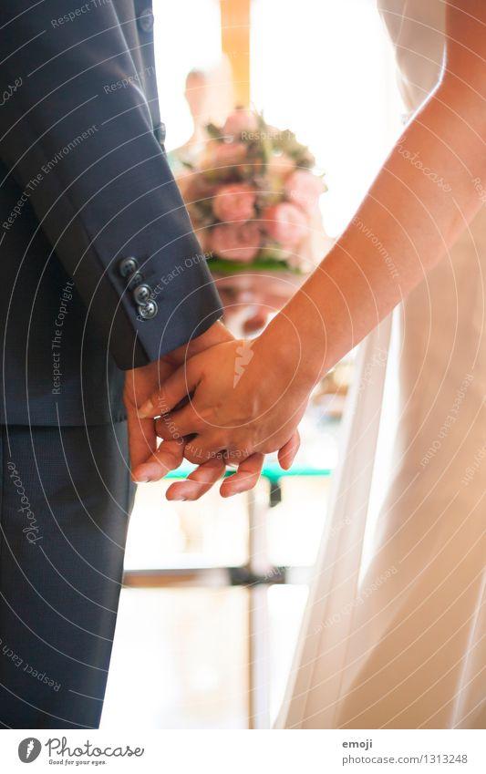 l'amour maskulin feminin Frau Erwachsene Mann Paar Partner 2 Mensch 18-30 Jahre Jugendliche Liebe Zusammenhalt Liebespaar Hand Hand in Hand Hochzeit