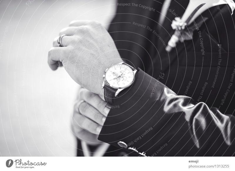Schmuckstück Mensch Hand maskulin Coolness trendy Accessoire Kostbarkeit teuer Bräutigam Armbanduhr