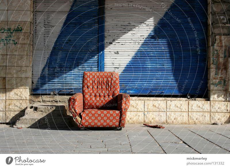 Die Gemütliche Teil 1 weiß blau Stadt rot Sommer ruhig Straße Müll Sofa Fliesen u. Kacheln Stoff Ladengeschäft Sammlung kariert